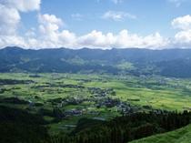 阿蘇山登山道路からの南郷谷の眺め