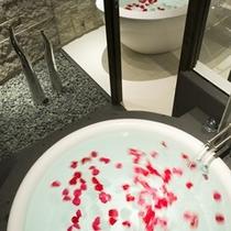 露天・内湯付きモダン洋和室の「桜」のお風呂