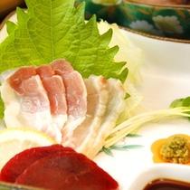お料理の一例≪宮崎地頭鶏と鹿のお造り≫