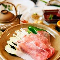 お料理の一例≪黒豚の陶板焼き≫