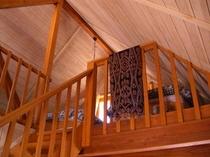 A棟は2階建てで屋根裏が寝室です。