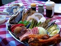 オホーツク海の新鮮魚介や知床の赤豚のBBQ食材