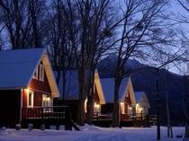 斜里岳が間近に迫る冬の日没後