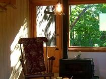 窓の外には溢れんばかりの緑と安らぎのインテリア♪