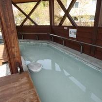 *当館より徒歩2分に≪あんよの湯≫がございます!無料の足湯です。