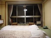 【和室】和らぎと、安らぎの空間です。それぞれのお部屋からの眺望は素晴らしいと評判です。