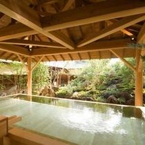 「ほたるの湯」ひのき露天風呂