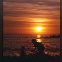 *夕日と波遊び