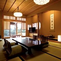 翠玉の間 和室14畳の本間より次の間を望む。当館の中で一番広いお部屋となります。