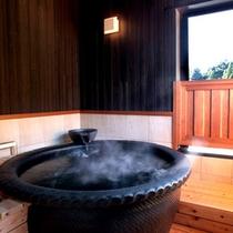 【風の音・露天風呂】2階には露天風呂・トイレがございます。洗い場は床暖房