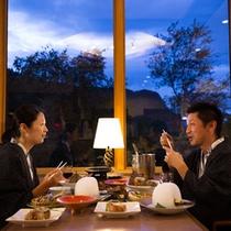 【雪ほたる】お食事を囲みながら、楽しいひと時をお過ごしください。