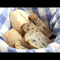 焼き立てパンの香りで目覚める高原の朝をどうぞ