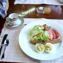 *【朝食一例】ゲレンデや蔵王の風景を見ながらの朝食は、まるで異国に来たような感覚に。