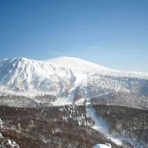 *【周辺/冬期】樹氷は世界でも評判で、一目見ようと訪れる人が絶えません。