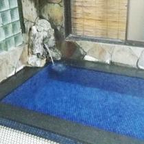 *【温泉②】こちらは大きめの風呂タイプです。源泉かけ流しでお楽しみいただけます。