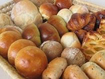 朝食のふんわり手作りパン