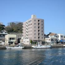 郷ノ浦港から600m飲食店街にも近くビジネス、観光に便利です