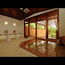 【内湯】大浴場は男女各1で外には当館主の手作りの露天風呂があります