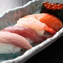 コース内の鮨料理の一例