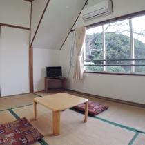 *眺望の良い客室(3号室):こじんまりとした和室です
