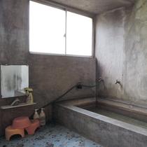 *女性用共同浴場:お風呂は共同になります