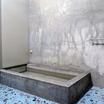 *男性用共同浴場:清潔さを保つように心がけております