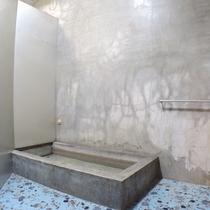 *男性用共同浴場:お風呂は共同になります