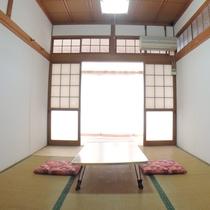 *眺望の良い客室(2号室):こじんまりとした和室です