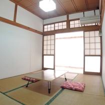 *眺望の良い客室(2号室):どこか懐かしい雰囲気が漂います