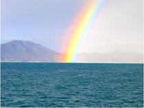 店裏から観る虹