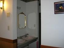 女性用の洗面所