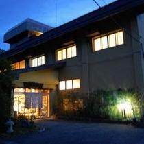 ■夜の建物外観2