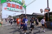 マラソン大会には多くの人が参加いたします。