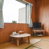 *[和室10畳]客室から出られる緑の芝で海を望みながらプライベート時間を満喫!