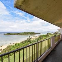 *[風景]ファミリールームからの眺め。波の音を聴きながらお部屋でくつろぐ島時間♪