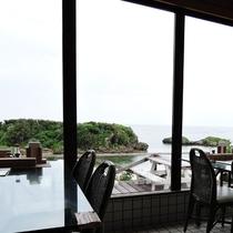 *[レストハウス星の砂]海を望みながらお食事をお楽しみ下さい。