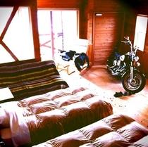 101号室。バイクイン
