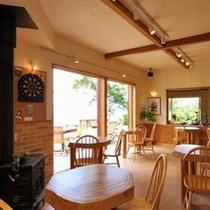 駿河湾と戸田港を眺められるレストランではのんびりとしたひと時を♪