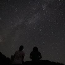 降るような満天の星空