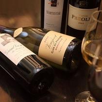 レストランにはワインの品揃えも充実