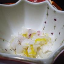 *【夕食一例】四季折々の旬の食材が食卓を彩ります。