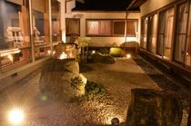 【湯回廊の石庭】