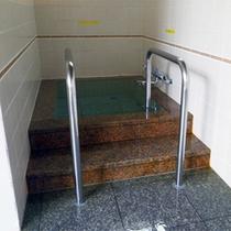 *【大浴場/水風呂】男女共に、サウナ&水風呂完備!手すりもあり高齢者にも安心です。