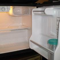 *【客室設備一例】各お部屋に空の冷蔵庫がございます。