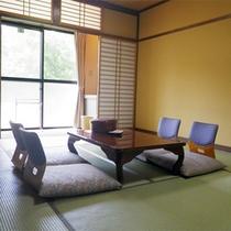 *【1階/和室10畳一例】大きめの窓からは明るい陽ざしが差し込む純和風のお部屋。シニアの方にお勧め!