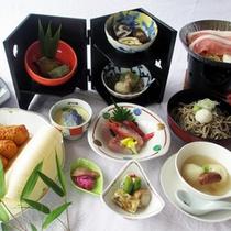 *【夕食一例】名産の信州そばや地元産野菜をふんだんに使用した季節の特別御膳。