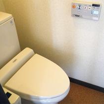 *【1階/和室10畳一例】トイレは洗浄機能付き。快適にお寛ぎ下さい。