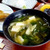 【朝食一例】わかめは目の前の翡翠海岸で獲れたもの!緑色が濃く、とっても美味♪