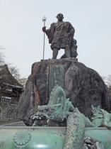 勝道上人と龍の像