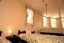 メゾネットルーム2階寝室